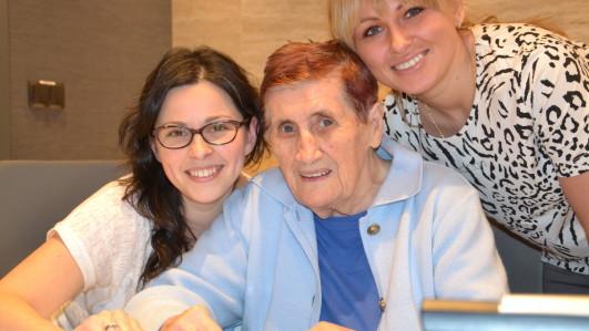 Frau Danuta mit Ivone und Justin